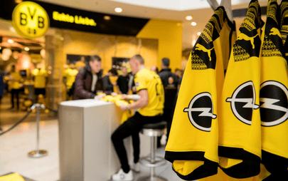 Logo-ul Opel pe noul tricou al echipei Borussia Dortmund