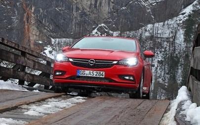 Bucuriile iernii: în siguranță pe gheață și zăpadă cu Opel