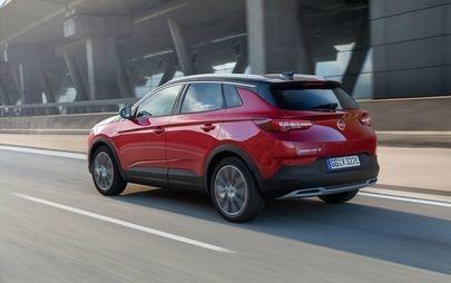 300 CP și tracțiune integrală: versiunea hibrid plug-in Opel Grandland X